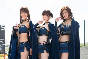 2018年のコスチューム部門グランプリを獲得したKT Honeyの山下莉果さん、小嶋みやびさん、河瀬杏美さん(左から)